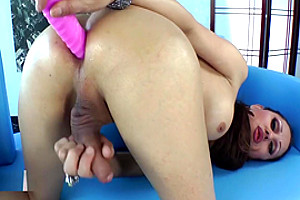 Horny Shemale Teen Gets Fucked With Pink Dildo