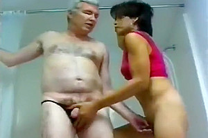 tgirl hammers her mature Neighbour - Gentledudess video