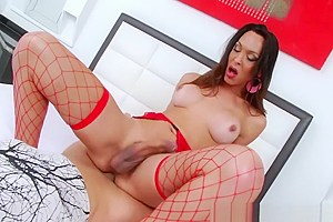 Pretty tranny babe Anna Hickhiman loves to suck hard dick