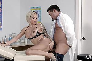 Foxxy & Gabriel D'Alessandro in Medical Ass-istance - TransAngels