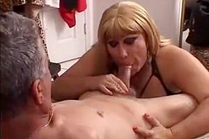 Randy older shemale loves knob sucking