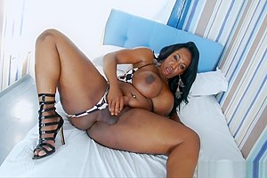 Phat booty ebony shemale jerks off cock