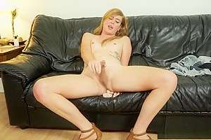 Solo shemale dildoing her asshole