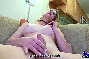Horny Miss Marcy Shakes Her Booty - TGirl40