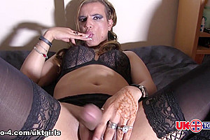 Enter Elza - UK-TGirls