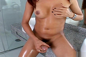 Luana Varela likes jerking off In The crapper