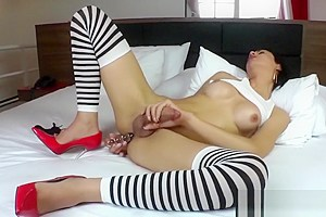 Latin Tgirl Laisa Lins Pleases Herself