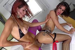 Transgirl Gabriella Ferrari licks and pounds Fernandas ass