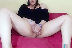 TS MILF cums on webcam