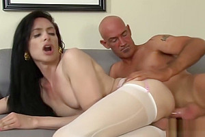 Leggy shemale in stockings gets fucked