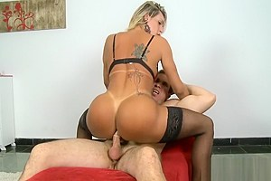 Luscious tranny gets her asshole screwed