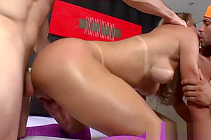 Tranny babe Bianca Sereia in threesome anal sex and cum feast