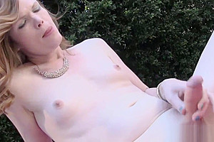 Solo tranny fingers herself at outdoor pool