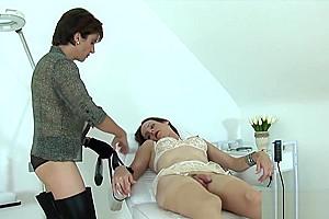 Cheating British mature lady Sonia flashes her big naturals