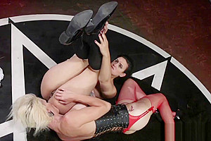 Dominating TS cums on babes ass