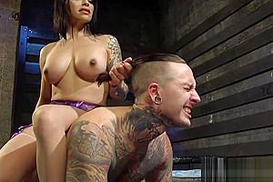 Ts beauty banging her slave till he jizz