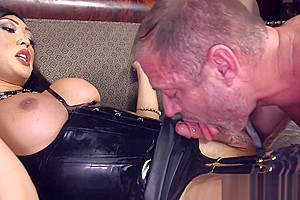 Cocksucked ts beauty gets rimmed