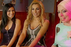 TSPussyHunters THREESOME Jessy Dubai Lorelei Lee and Beretta GET IT ON