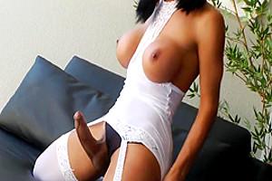 Travesti brasileira Sabrina Suzuki