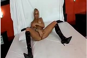 Shemale in boots jerking off in bed
