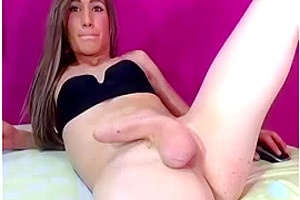 Mia squirts a HUMONGOUS load!